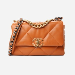 Product image of the Chanel 19 flap bag in the Caramel color from the 21A collection